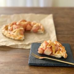 アップルパイ/おうちカフェ/お菓子作り/おうちおやつ/りんご/暮らし カットしたアップルパイ。 ごろごろ具合が…