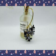 秋/雑貨/おでかけ/ハンドメイド/ファッション/クリスマス/... クリスマス🎄小花揺らめくイヤーフック。.…