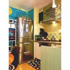 ダイニングキッチン/黄緑の扉/黄色い壁/タイル壁/L型キッチン/海外インテリア/... お気に入りのステンレスの冷蔵庫 キッチン…