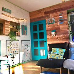 板壁風壁紙/魚のポスター/のぞき窓DIY/間仕切り壁DIY/ジュエリーライト/ターコイズの輝き/... 新しい杉板を一枚ずつ  古材風に着色して…