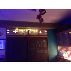 ウッドタイル/ウッドバーニング/オルテガ柄/ドリームキャッチャー/ダイニングキッチン/黒板/... 一枚前の黒板の上にも イルミネーション付…
