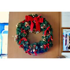 デカい/クリスマスリース/クリスマス/インテリア そういや今年は撮ってなかった 巨大リース…