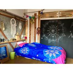 子供部屋/娘の部屋/杉板/ドリームキャッチャー自作/コンクリート壁/棚DIY/... 【我が家の壁紙本舗】 引戸二枚を利用した…