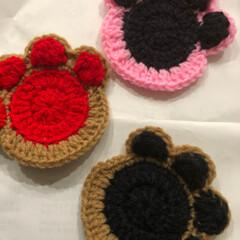 手編み/コースター/はじめてフォト投稿 余った毛糸でコースターを編みました。 裏…