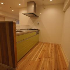 無垢材/木材/ナチュラル 無垢材を使用しています。