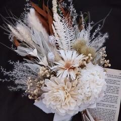 ホワイトインテリア/ホワイト/白い花/ホワイトブーケ/ホワイトスワッグ/花がある暮らし/... ドライフラワースワッグ(1枚目)