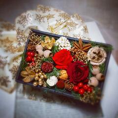 ハンドメイド雑貨/インテリア雑貨/花のある暮らし/木の実/プリザーブドフラワー/クリスマス雑貨/... ミニサイズのクリスマスフラワーボックス♪