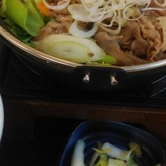 「吉野家の私は牛すき鍋膳肉2倍盛にキムチ。…」(3枚目)