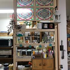 ディアウォール ディアウォールでキッチンのカウンタの棚に…
