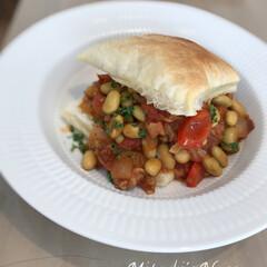 白い皿/トマト煮込み/トマト料理/チリコンカン/テーブルコーデ/テーブルコーディネート/... 得意料理の一つ「チリコンカン」です!レシ…