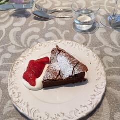 ケーキ/手作りおやつ/スイーツ作り/スイーツレシピ/チョコレートケーキ/ガトーショコラ/... 苺のジャムを添えたガトーショコラを焼きま…