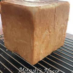 食パンレシピ/食パン/Mitsuki's  Nasse/リミアな暮らし/LIMIAな暮らし/おうちごはん/... 市販の食パンに一番近い型で、角食パンを焼…