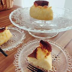 ケーキ皿/美味しい/ガラス/テーブルコーディネート/リミアな暮らし/LIMIAな暮らし/... バスクチーズケーキを作りました🧀最近、コ…