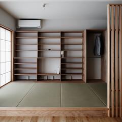 畳、障子、可動棚/本棚/リビング 畳のリビング。家族が気軽に集まる場所です。