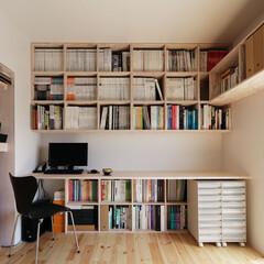 書斎/本棚/壁面収納 壁面一杯に本棚をつくり付けてスッキリ収納…