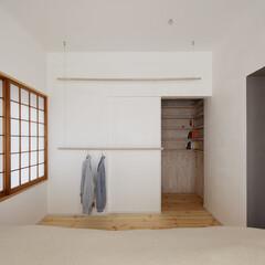 寝室/クローゼット/障子 壁面には天井から木の横棒を吊り下げクロー…(1枚目)
