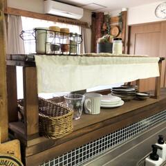 カフェ風インテリア/インテリア/カラトリー収納/洗えるバスケット/キッチンインテリア/キッチン/... カウンターキッチンにある食器棚✨ ここに…