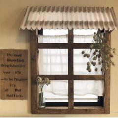ナチュラルインテリア/カフェ風インテリア/フェイクフラワー/ドライフラワー/トタン屋根/トタン/... ダイニングにある小窓に窓枠を作ってみまし…