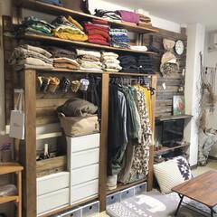 服の収納/娘の部屋/ラブリコ棚/ラブリコ/DIY収納/収納/... 娘の部屋のディアウォール棚✨ 服の収納棚…