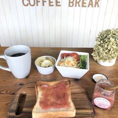 いちごバター♪(北海道産発酵バター・静岡県産紅ほっぺ使用)BUTTER SPREAD(カテゴリ未割り当て)を使ったクチコミ「今日はちょっと遅めの朝食🍽  年に一度の…」(1枚目)