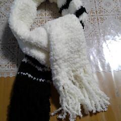 ハンドメイド/セリア セリアの毛糸Miu、白5個、黒2個で マ…(2枚目)