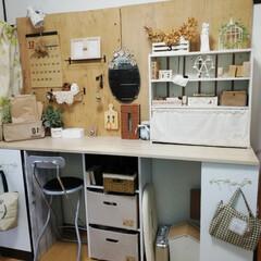 机/棚/ダイソー/セリア/雑貨/DIY/... お気に入りのMyデスク💕 机の棚の一番下…