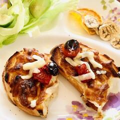 ピザトースト/自家製天然酵母パン/ドライフルーツ/ドライトマト🍅 ドライトマト🍅を入れてみた^ ^ 楽しみ…
