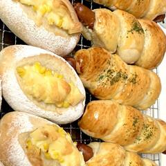 惣菜パン/自家製天然酵母パン/おうちごはん/うちの定番料理 自家製天然酵母 惣菜パン焼き上がりで〜す…(4枚目)