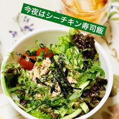 簡単ご飯🍚/寿司飯/シーチキン/たこ焼き🐙/夕食 今夜は、 寿司酢ご飯とシーチキンで 野菜…