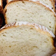 カンパーニュ/自家製天然酵母パン/商品紹介/商品レビュー/オススメ商品/辛口評価/... 余熱が冷めたので、カットしました🤗💓 端…(3枚目)