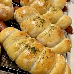 惣菜パン/自家製天然酵母パン/おうちごはん/うちの定番料理 自家製天然酵母 惣菜パン焼き上がりで〜す…(2枚目)