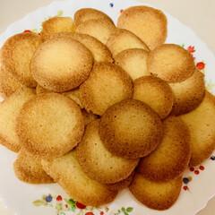 手作りクッキー パンを焼く時に卵黄を使い、卵白だけ残って…(2枚目)