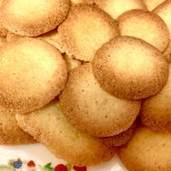 手作りクッキー パンを焼く時に卵黄を使い、卵白だけ残って…