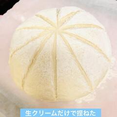 自家製天然酵母パン 今日は、生クリーム消費の為 生クリームだ…