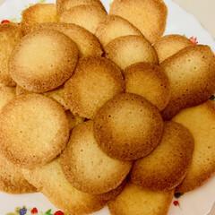 手作りクッキー パンを焼く時に卵黄を使い、卵白だけ残って…(4枚目)