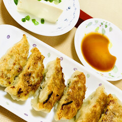 餃子/手作り餃子🥟の皮 今夜は、旦那様がこれから夜勤で早めの夕食…(2枚目)