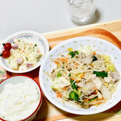 肉野菜炒め/夕食 こんばんは〜🌠  今夜は肉野菜炒め〜🎶🎵(2枚目)