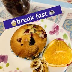 朝食/クリームチーズマフィン 朝食は、 ミックスベリークリームチーズマ…