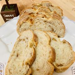 自家製天然酵母パン/カンパーニュ/おうちごはん/うちの定番料理 こちらは、胡桃カンパーニュ 初めてのグラ…
