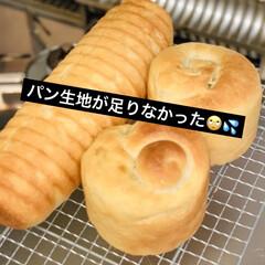 チーズ/さつま芋🍠/自家製天然酵母パン/型焼き 焼き上がりました〜🍞 始めは、型焼きする…
