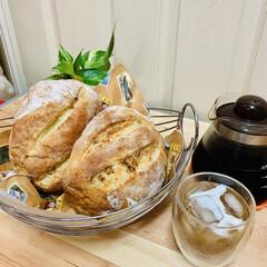 カンパーニュ/自家製天然酵母パン/おうちごはん/うちの定番料理 今日のカンパーニュは、2種類作りました🤗…
