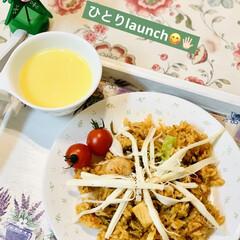 コストコ/ピリ辛ニンニクチャーハン/商品紹介/裂けるチーズ/launch 🍴ひとりlaunch😋🖐🏻  昨日コスト…(1枚目)