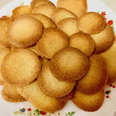 手作りクッキー パンを焼く時に卵黄を使い、卵白だけ残って…(3枚目)