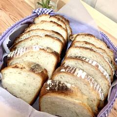 カンパーニュ/自家製天然酵母パン/商品紹介/商品レビュー/オススメ商品/辛口評価/... 余熱が冷めたので、カットしました🤗💓 端…(5枚目)