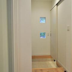 住まい/間取り/プラン/小窓/玄関 【最新竣工実例 A邸】 メインの玄関には…