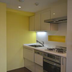 カラー/キッチン/リノベーション 対面式のキッチンを壁付けにしてコンパクト…
