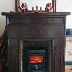 DIY/マントルピース  #桐のタンス  .../モルタル #手作りレンガ #木製レンガ/手作りレリーフ/ニトリ 暖炉型ヒーター/暖炉型ヒーター 古い桐のタンスをマントルピースにリメイク…