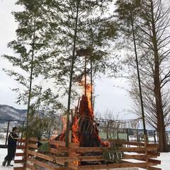 賽の神/冬 賽の神。藁を四角の木材で囲む独特な賽の神…
