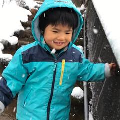 雪のお出かけ/おでかけワンショット 雪うれしー!思わずニヤリ!