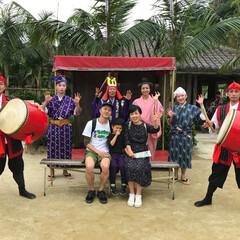 琉球村/わたしのGW 沖縄の琉球村のエイサーの皆さんと記念撮影…